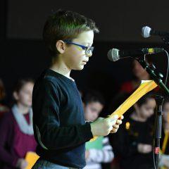 Les enfants lisent des textes pour Radio Ritournelles