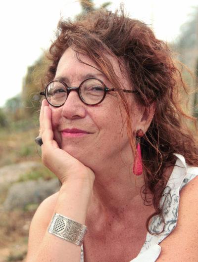 """L'auteure Jeanne Benameur partage sa vision de """"l'Enfance de la Littérature"""" avec Radio Ritournelles."""
